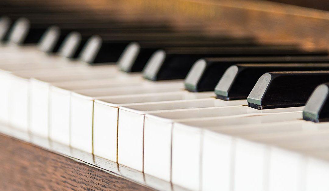 Trasportare un pianoforte con cura e attenzione