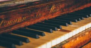 PORTARE UN PIANOFORTE DALLE SCALE
